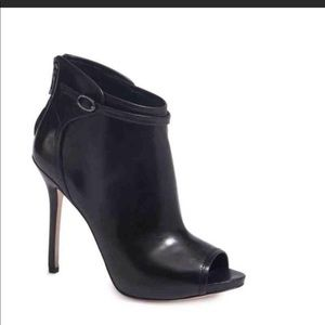Marciano by Guess Leather ankle bootie black 9